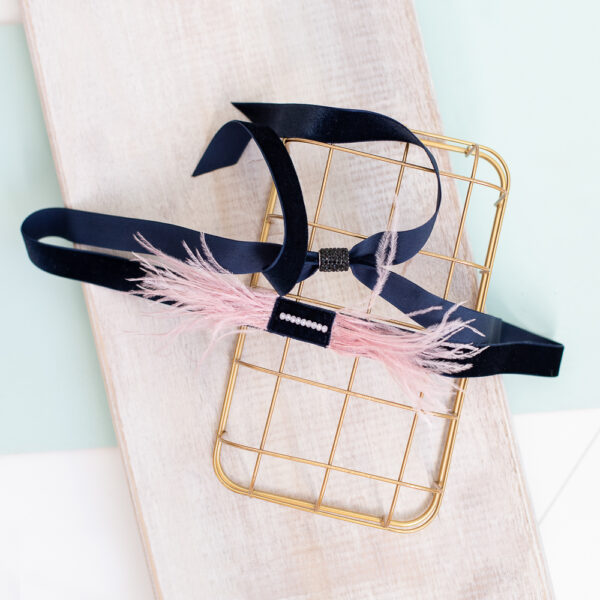 Cinturon de vestir con plumas rosas